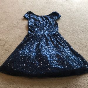 Capped sleeve sequined dress